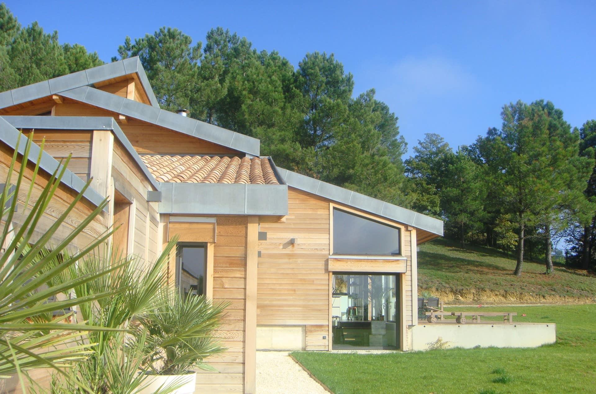 architec-maison-ossature-bois-exterieur-jardin