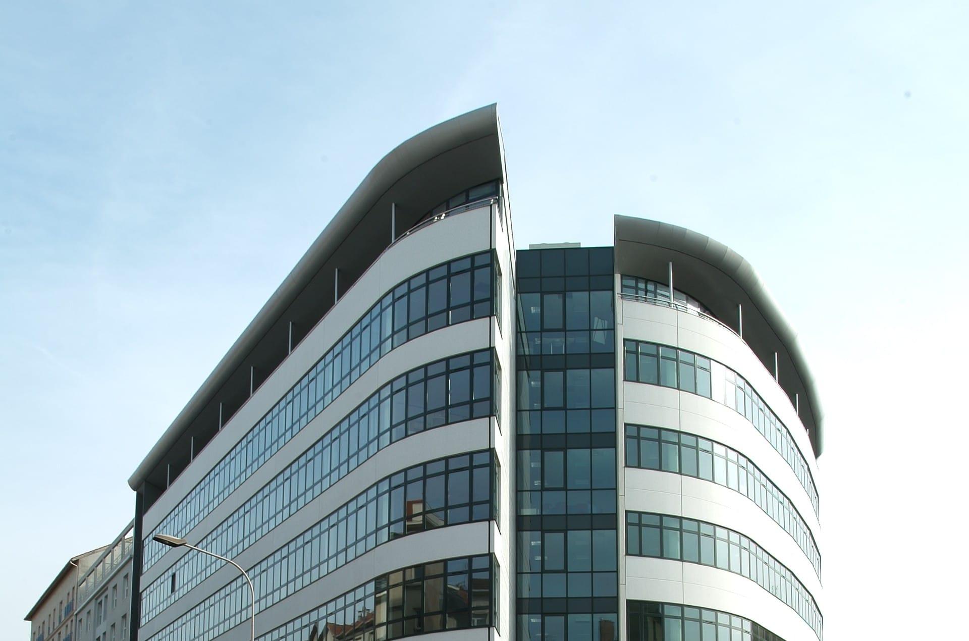 architec-first-facade-face-zoom